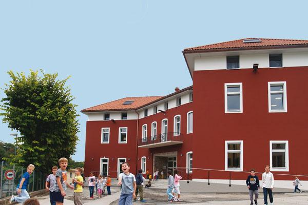 Arzo_centro scolastico e casa comunale