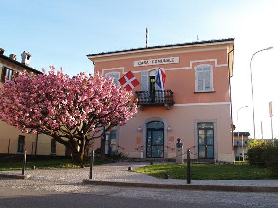 Ligornetto_casa comunale_bandiere
